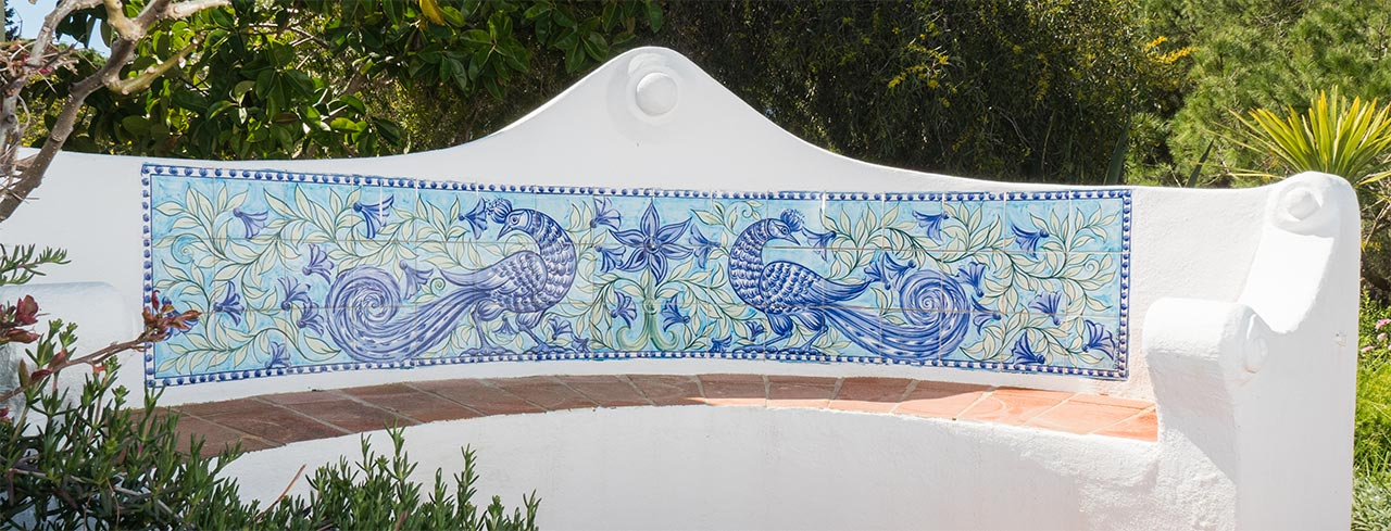 We have created designs and painted azulejo murals for large scale projects including hotels, restaurants and retail spaces in Portugal and internationally.